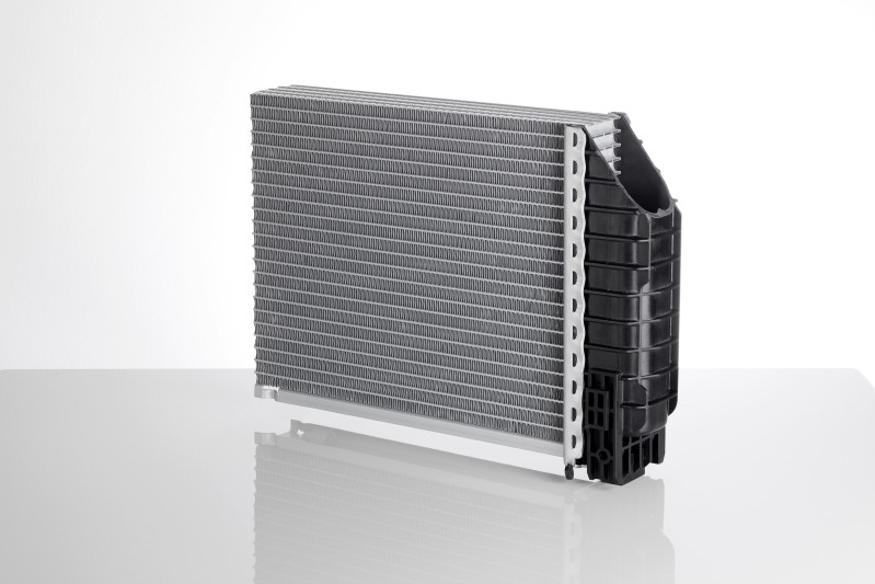 Leight weight radiator for heavy duty applications